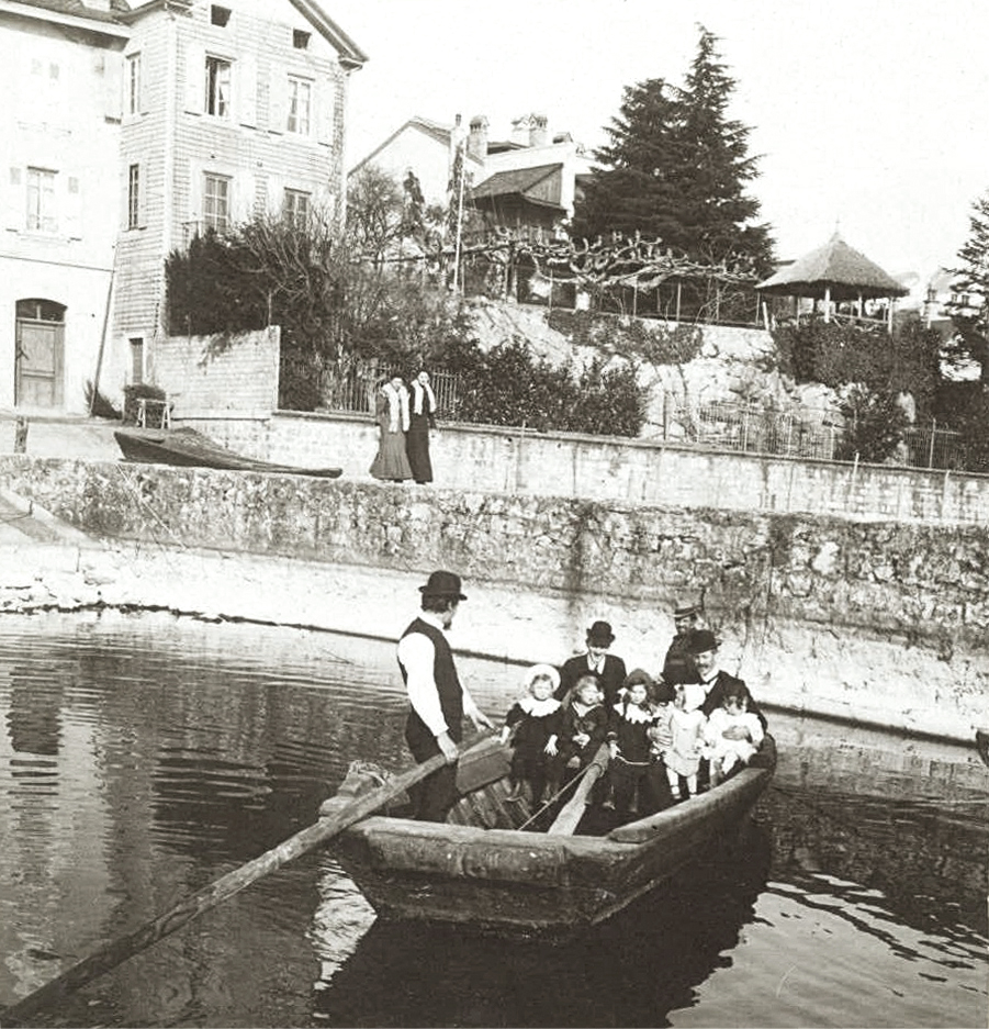 Archive photos depicting the Villa Bon Port. Municipal records.