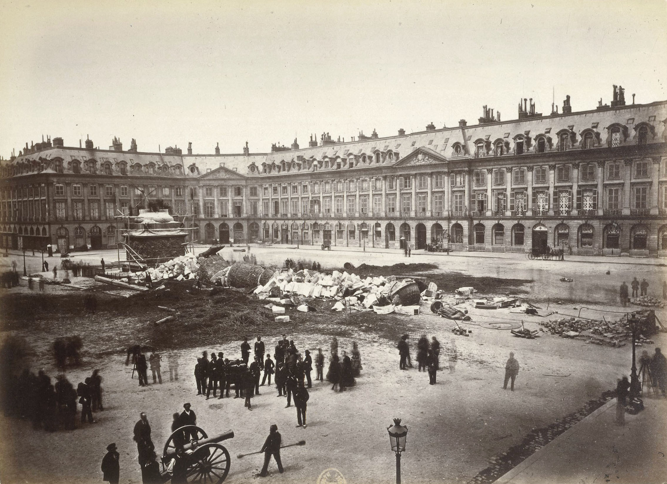 Ruinen Paris 1871 : die Zerstörung der Colonne Vendôme während der Pariser Kommune, Paris, Bibliothèque nationale de France (BnF). Photo : Braquehais Bruno (1823-1875). © BnF, Dist. RMN-Grand Palais / image BnF